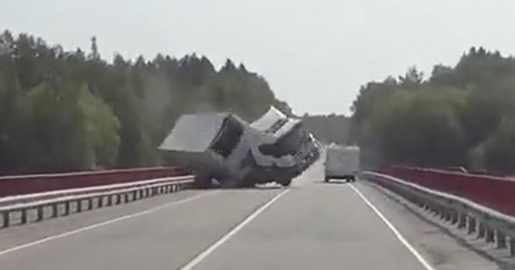 072215-big-rig-crash-primary-1200x630