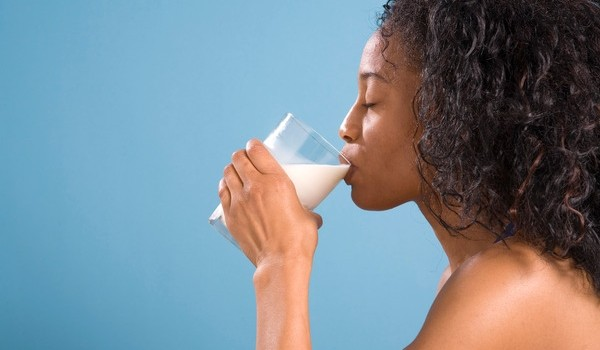 1-woman-drinking-milk-600x350