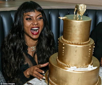 2C48CA4300000578-3233398-Living_it_up_While_inside_the_East_Village_venue_Taraji_was_all_-m-149_1442203313098