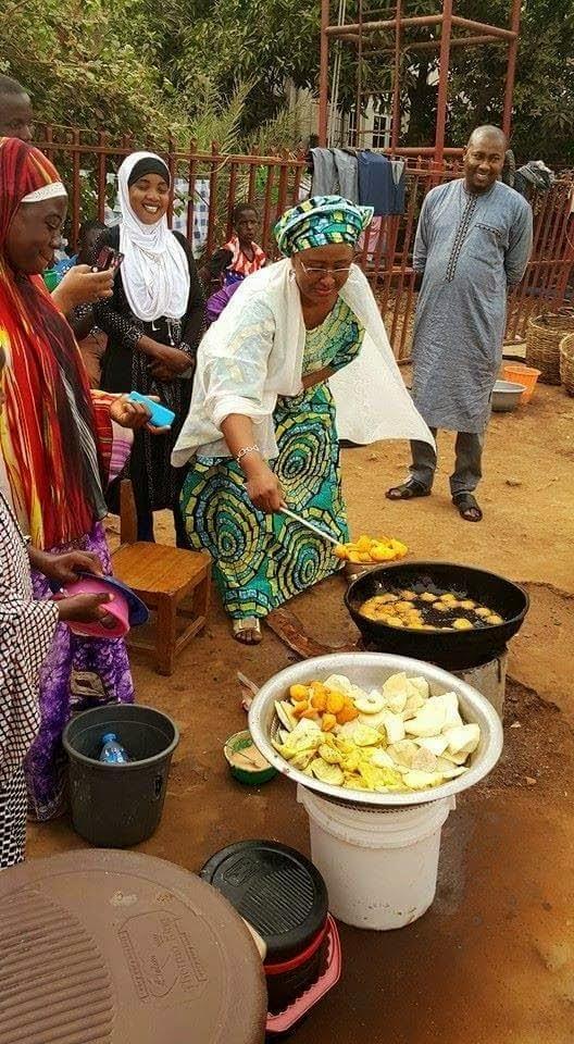 Aisha-Buhari-frying-akara2