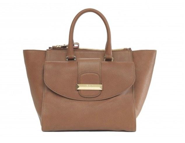 Amal-Clooney-bag