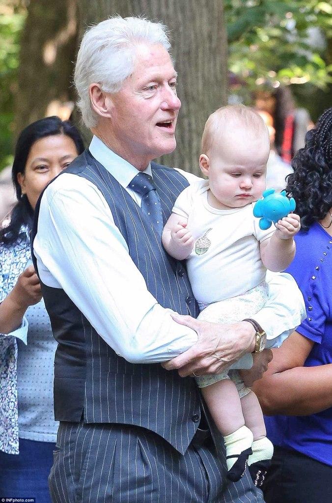 Bill Clinton - Baby Sitting-1