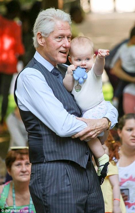 Bill Clinton - Baby Sitting-3