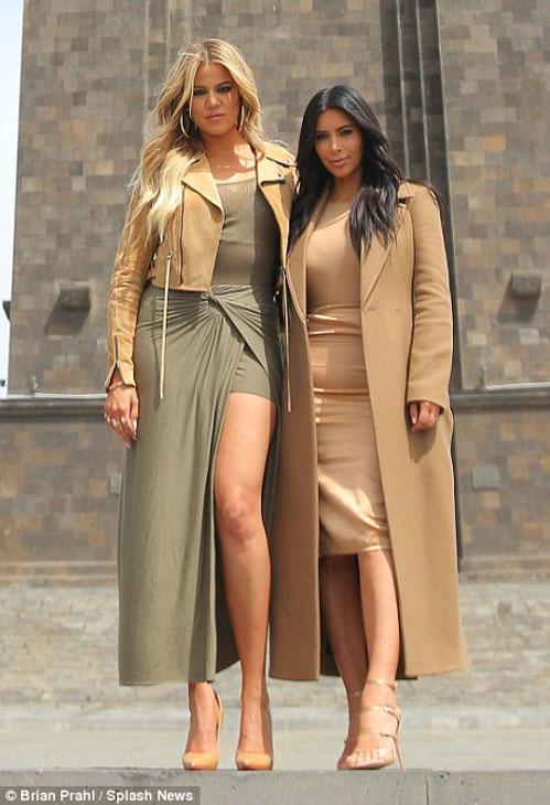 Kim-Kanye-North-Khloe-14