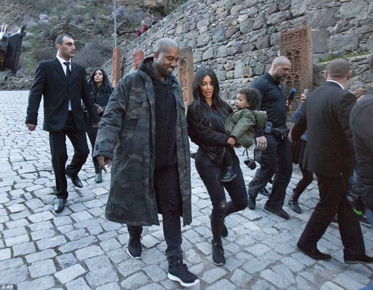 Kim-Kanye-North-Khloe-8