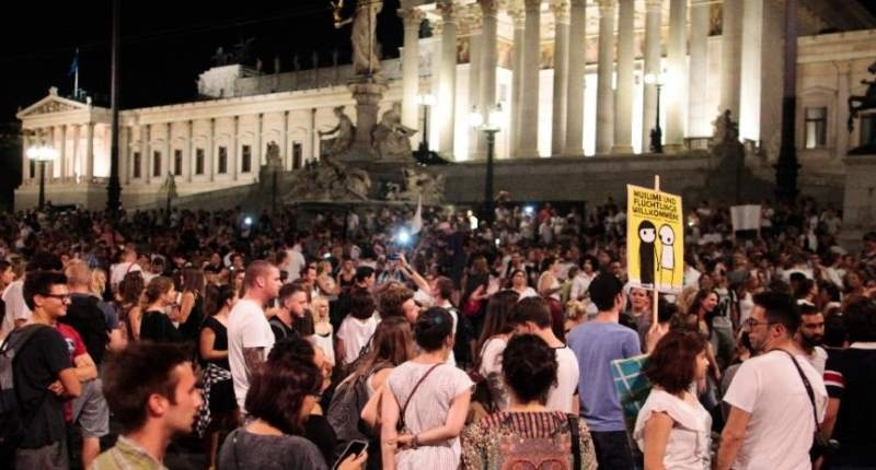 Protesters-gather-to-demonstrate-against-ill-treatment-of-migrants-AFP-800x430