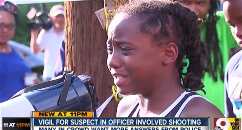 Samuel-Dubose-addresses-the-crowd-during-a-vigil-for-his-father-also-named-Samuel-on-Tuesday.-WCPO-TV-800x430