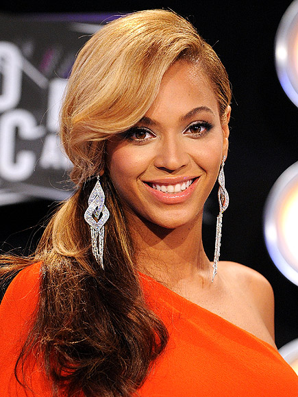 Beyonce at the 2012 Grammy Awards