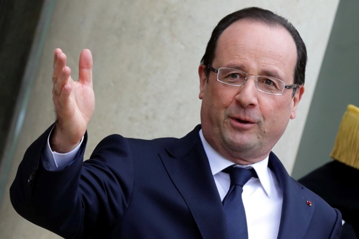 French President Francois Hollande stands on the steps of the Elysee Palace in Paris, April 11, 2013.  REUTERS/Philippe Wojazer  (FRANCE - Tags: POLITICS)