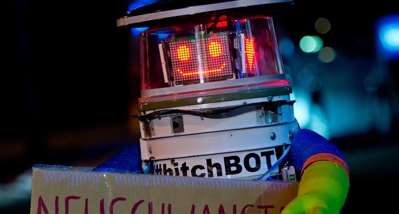 hitchBOT-800x430