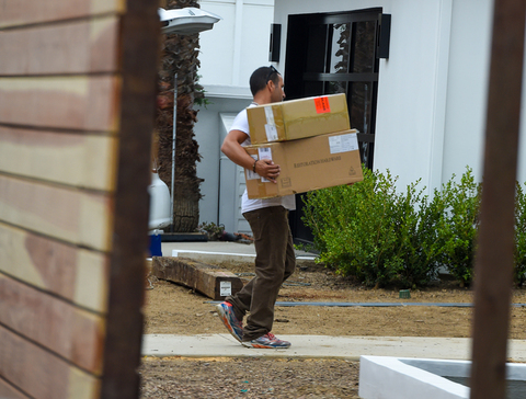 *EXCLUSIVE* Scott Disicks clothes are moved into his new home **NO UK**