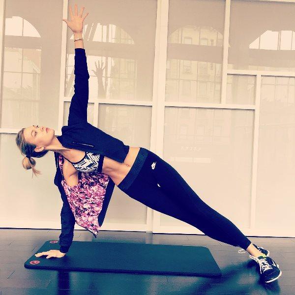 workout-fitness-model-selfie-03