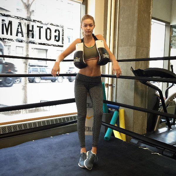 workout-fitness-model-selfie-04